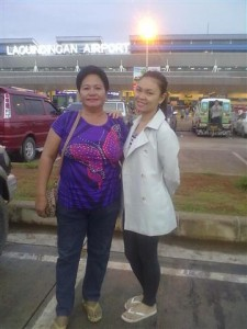 Filipino Girl and Mom in Philippines (2)